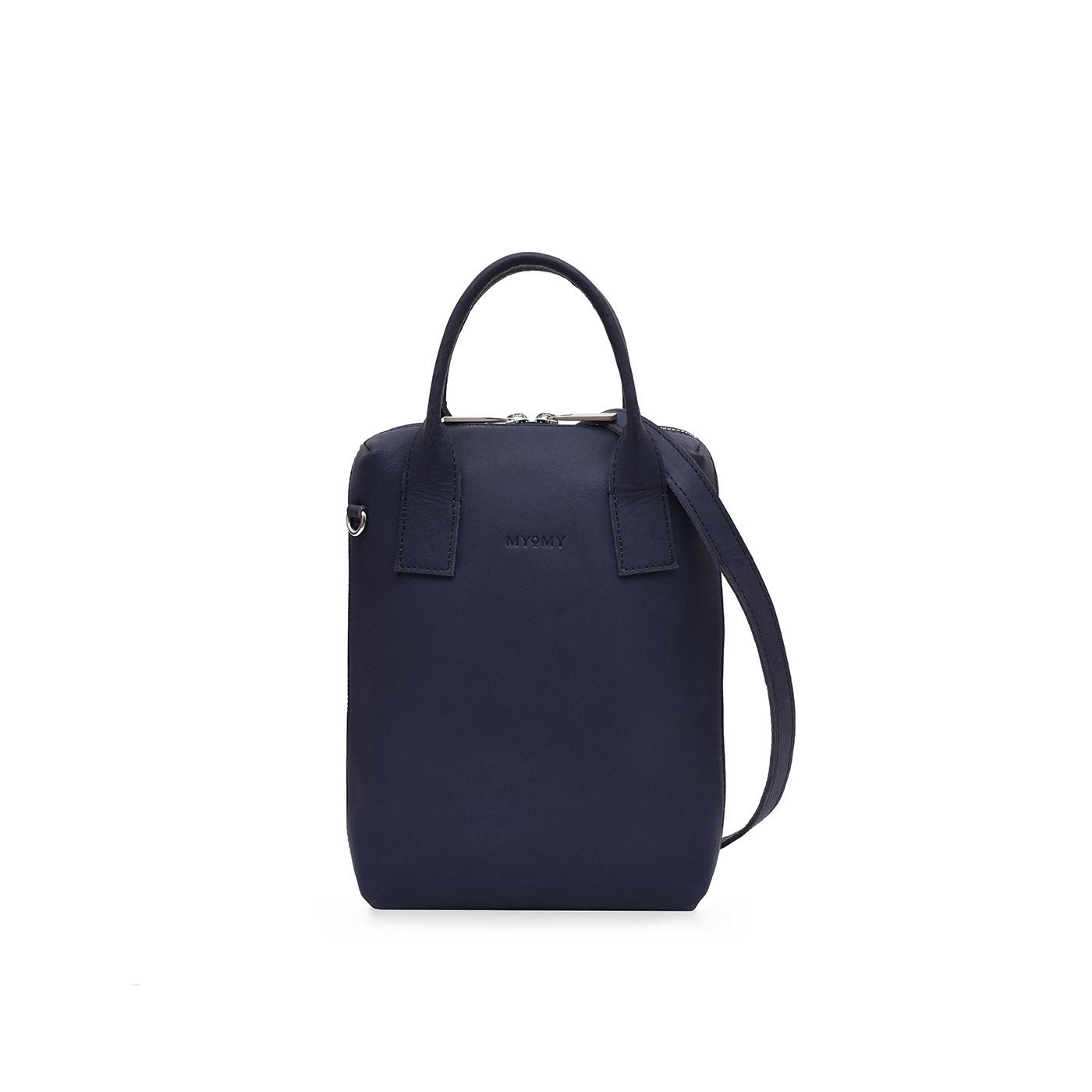 De my boxy bag medium is gemaakt van duurzaam eco leer en is fairtrade geproduceerd. dit model heeft een ...